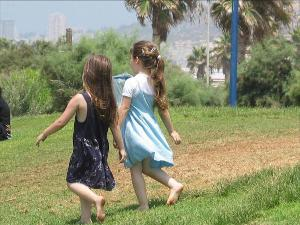 girls ina park in Haifa