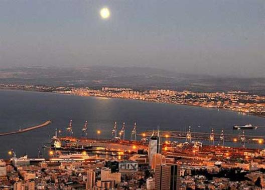moon lght on Haifa